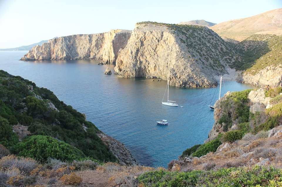 Caladomestica is a white sanded beach with a double cove linked by a rock arch